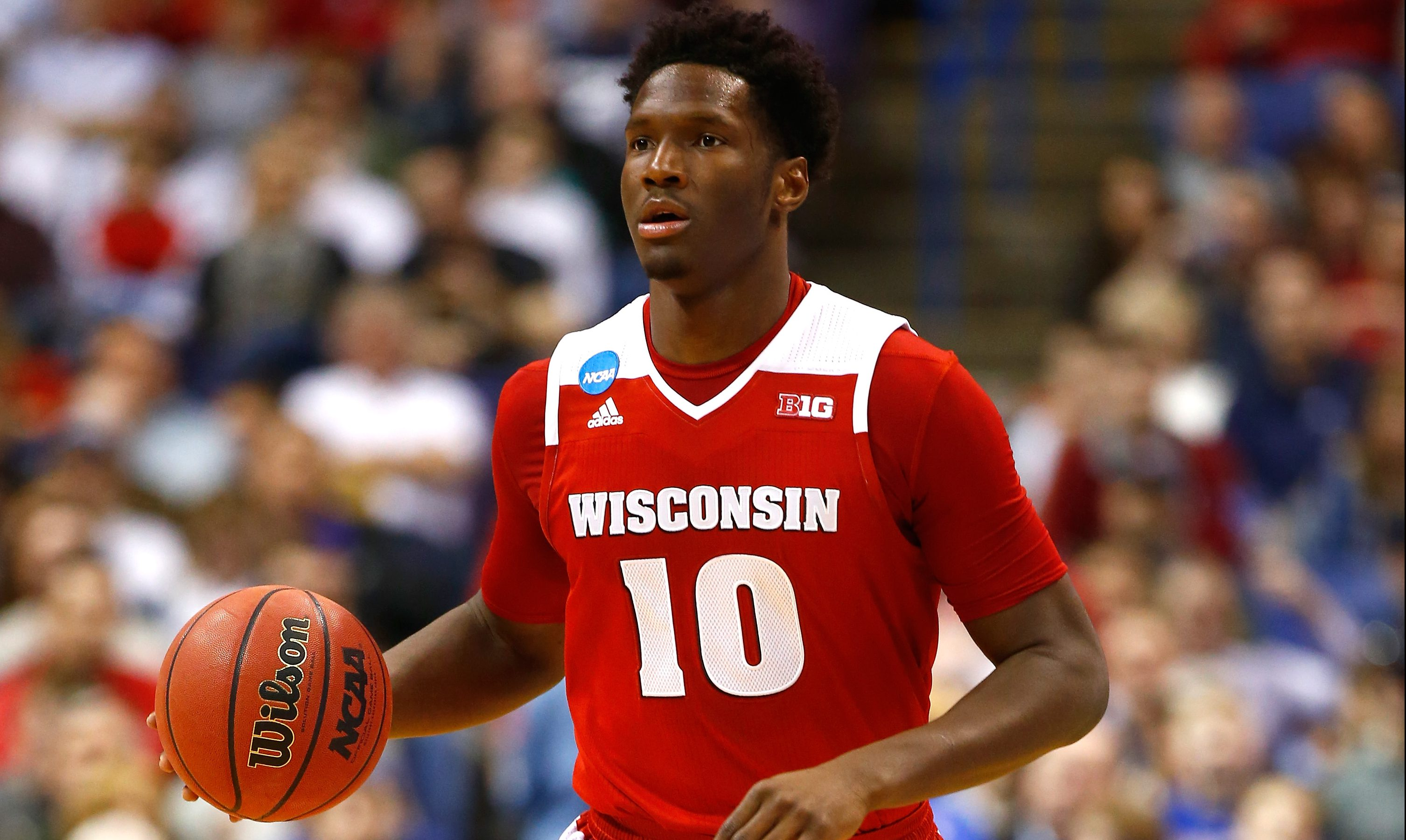 PHOTO: Wisconsin's Nigel Hayes, Jordan Hill protest during