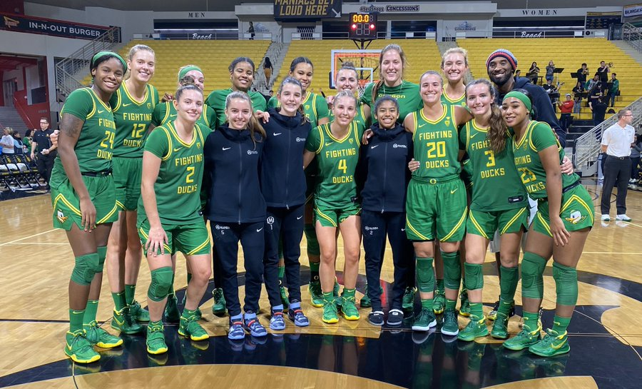 Oregon's Sabrina Ionescu breaks down during moment of silence honoring Kobe Bryant